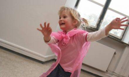 Danselek for barn med voksen